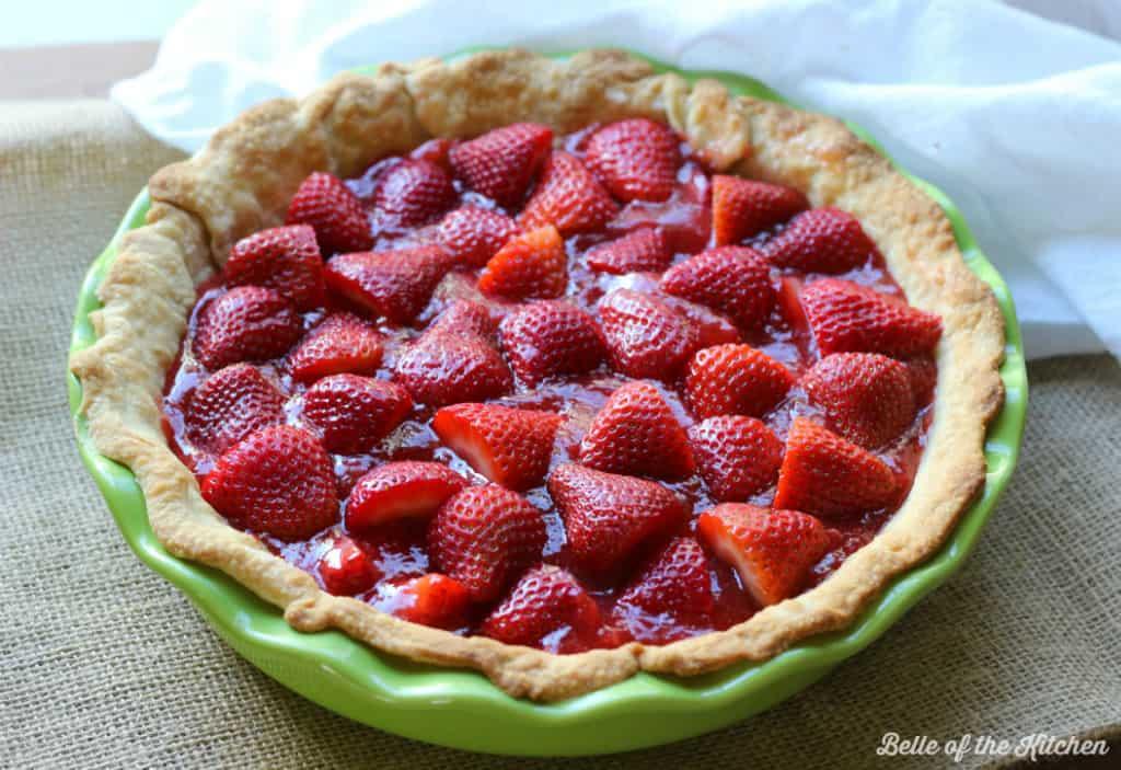 a pie crust full of sliced strawberries