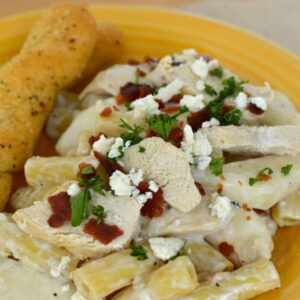 I love creamy chicken pasta! This delicious Chicken Rigatoni recipe is topped with bleu cheese, crispy bacon and juicy pear slices.