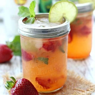 Kick back and enjoy your summer nights with a Strawberry Pineapple Mojitos! Made with fresh strawberries, mint leaves, pineapple juice, rum, and fizzy 7UP!