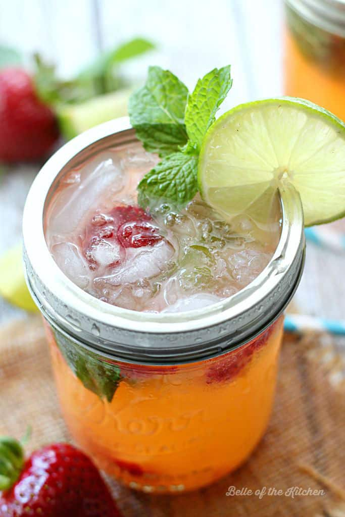Kick back and enjoy your summer nights with a Strawberry Pineapple Mojito! Made with fresh strawberries, mint leaves, pineapple juice, rum, and fizzy 7UP!