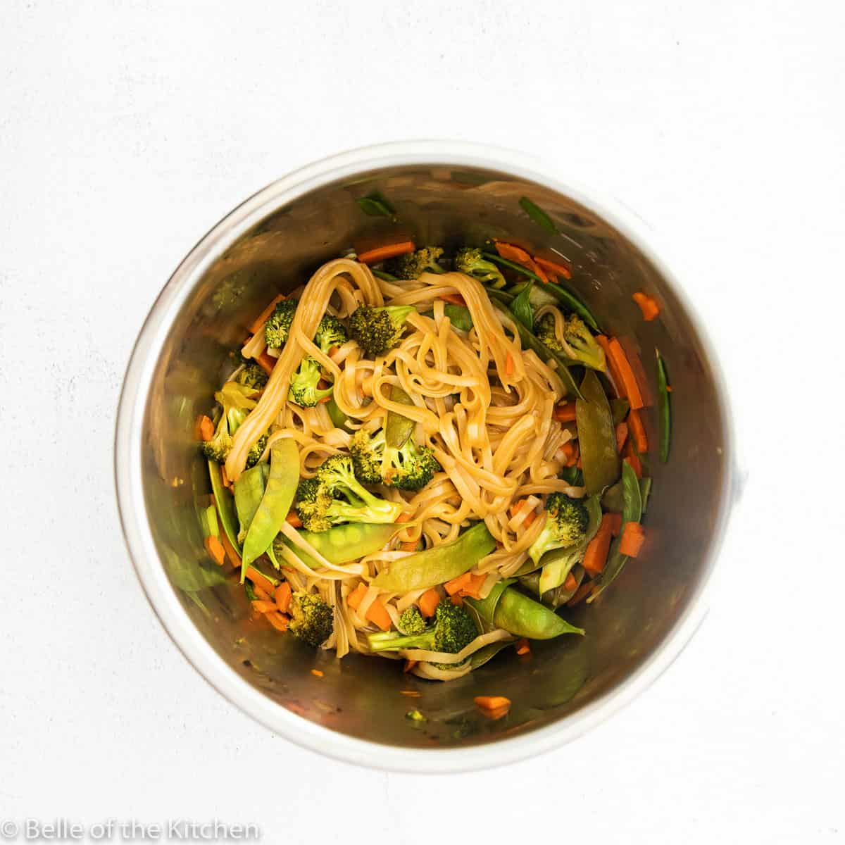 instant pot with noodles and vegetables